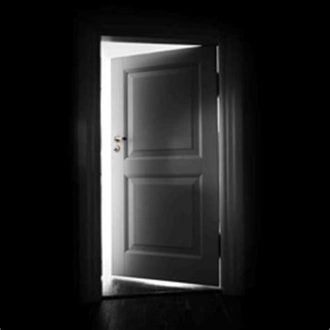 Another Word For Door by Door Closes E036361d5fffaf0d3a7e615af321e0f2