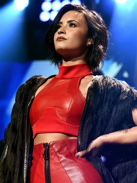 demi lovato skyscraper poetry analysis 17 best images about demi lavato and selena and so on on