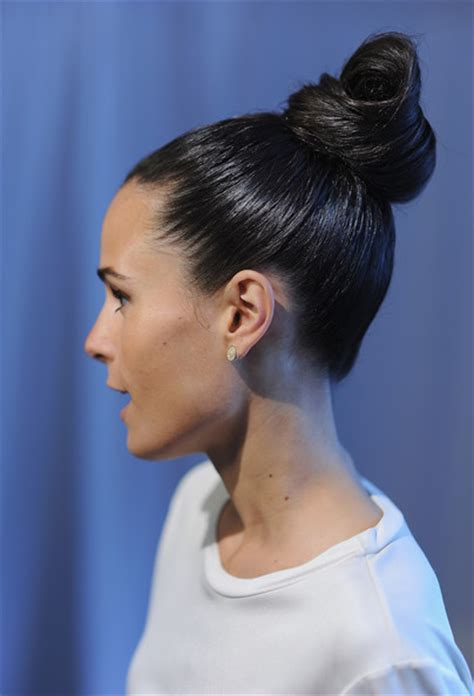 gibson knot hairdo for wet hair top knot 20 hairstyles for wet hair livingly