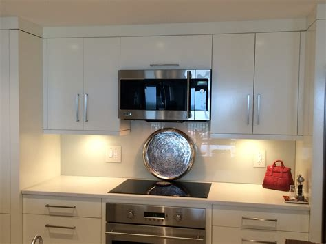 back painted glass kitchen backsplash mirror or glass backsplash the glass shoppe a division