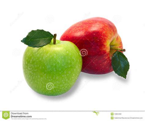 imagenes verdes y rojas manzanas verdes y rojas con las hojas foto de archivo