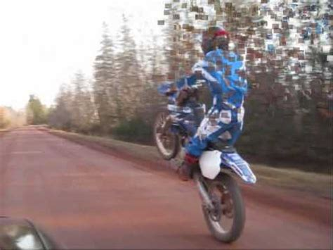 how to wheelie a motocross bike 2 stroke dirt bike wheelies youtube