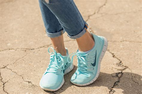 dress athletic shoes sneaker style how real wear tennis shoes