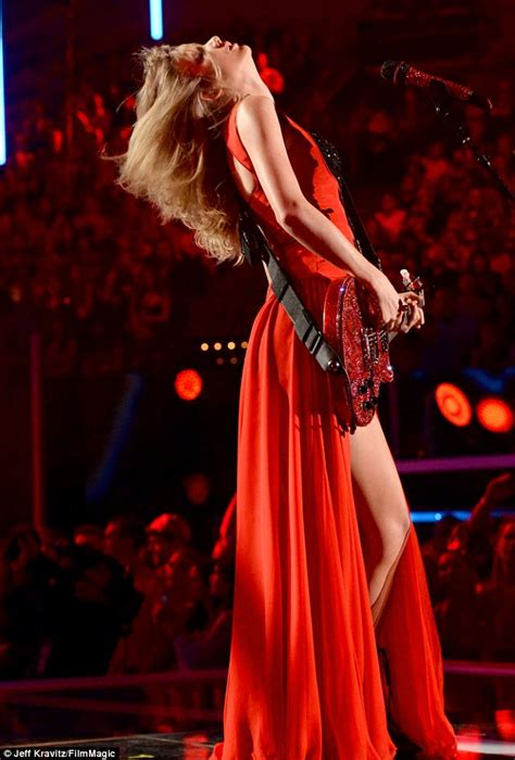 country music awards 2013 uk tv country music television awards taylor swift shows off