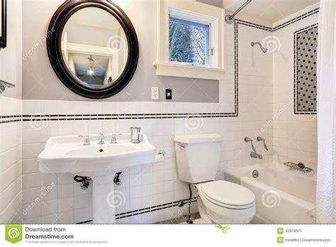 disposizione piastrelle bagno bagno bianco con la disposizione della parete delle