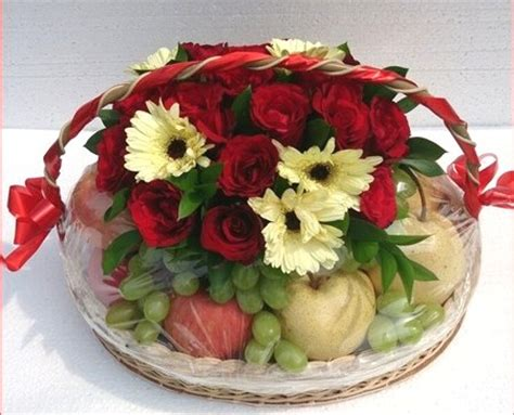 desain bunga segar rusty florist jakarta online flower shop parcel buah
