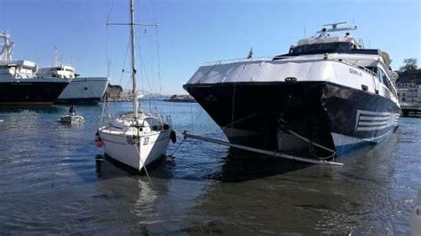 aliscafo napoli ischia porto aliscafo contro barca a vela nel porto di ischia ferito