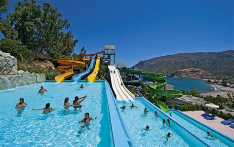 the best hotels with their own water parks