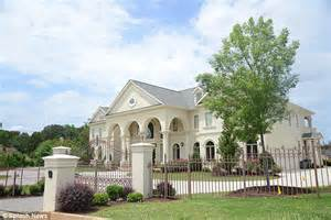 1 Bedroom Apartments In Atlanta Ga officials sprawling mansions and luxury apartments were