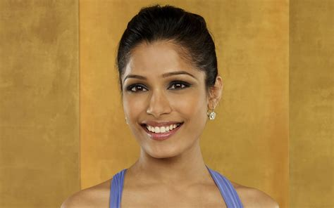 freida pinto wallpapers images  pictures backgrounds