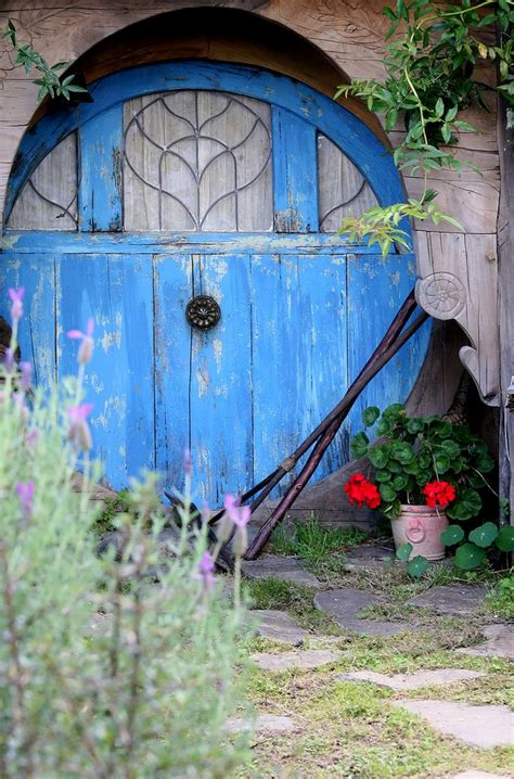 manycurrentssmallpuddle hobbit gardening shed inviting