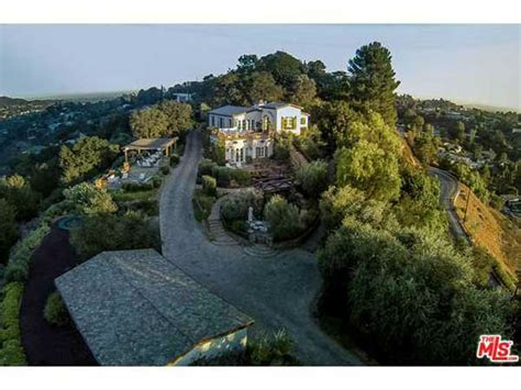 tom cruise house tom cruise lists 13 million mansion see photos inside