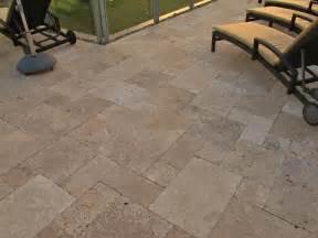 terrassen platten travertin terrassenplatten noce