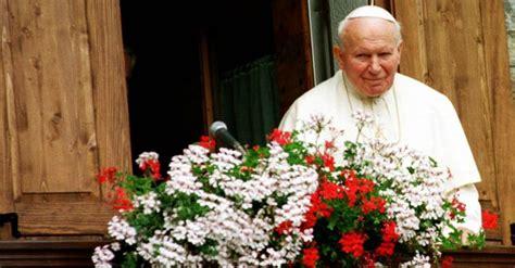 ladari di stoffa papa wojtyla fermati i tre ladri della reliquia quot l