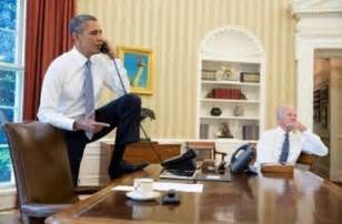 president obama in the oval office does seeing president obama s foot on the oval office desk