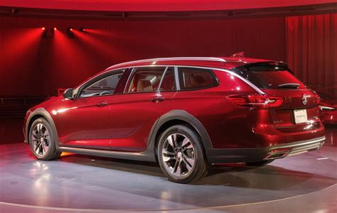 buick reagal wagon fans rejoice here s the 2018 buick regal wagon