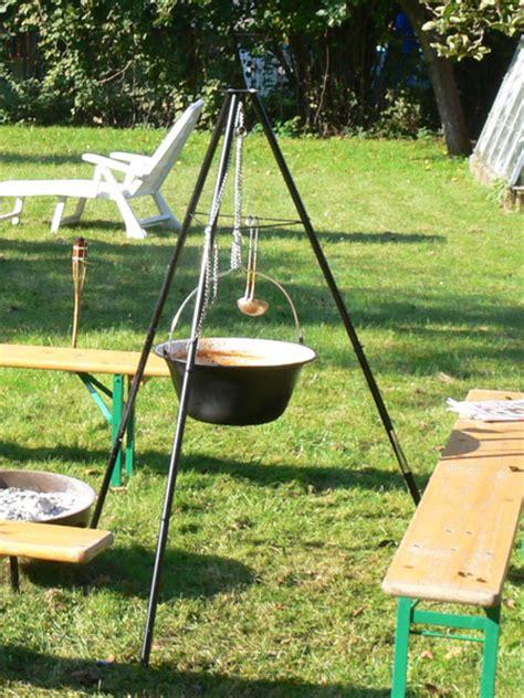 dreibein mit feuerschale feuerschale oder aztekenofen
