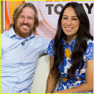 chip and joanna gaines announce fixer upper premiere party fixer upper s chip joanna gaines expecting fifth child