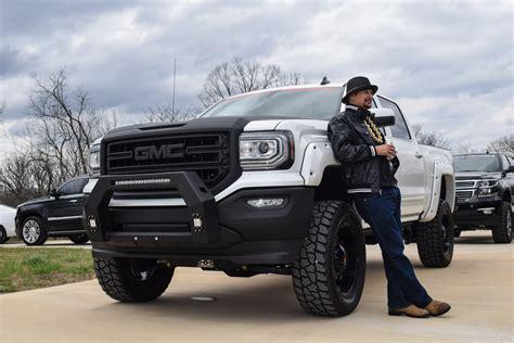 where are gmc trucks made kid rock receives custom built rocky ridge gmc