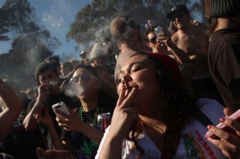 imagenes de joker fumando los j 243 venes espa 241 oles los mayores consumidores de