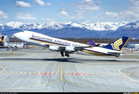 sfg singapore airlines cargo boeing   erf