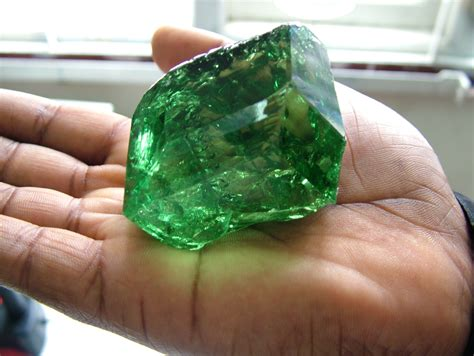 size top color clean tsavorite discovered in east africa