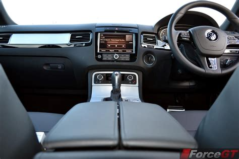 Vw Touareg R Line Interior by Volkswagen Touareg Review 2013 R Line