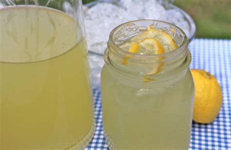 Handmade Lemonade - easy lemonade recipe fashioned divas can cook