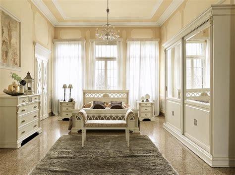kopfpolster f r bett doppelbett in perforierter holz f 252 r schlafzimmer idfdesign