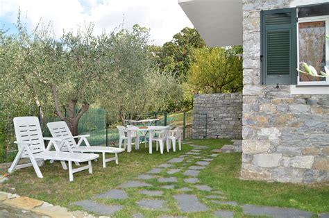 giardini con ulivi amazing la terra e il rispetto della natura with giardini