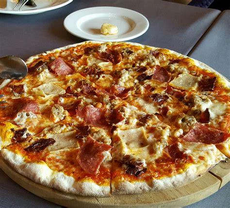 Roti Pizza Dough Pizza Base Enak Dan Di Jamin Halal ayo cobain 7 pizza paling enak di jakarta rekomendasi nibble user nibble