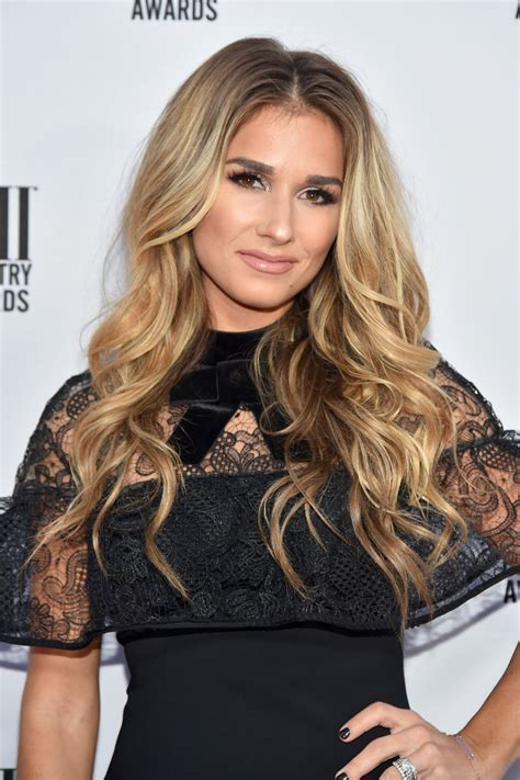 jesse james long hair jessie james decker long wavy cut jessie james decker