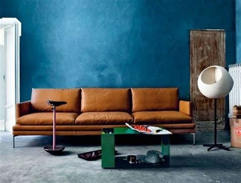 blue walls brown furniture brown sofa against the blue wall maisons des r 234 ves