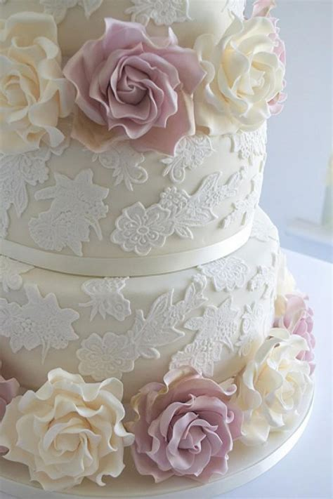 hochzeitstorte ivory wedding cake with lace ivory and amnesia roses 1987629