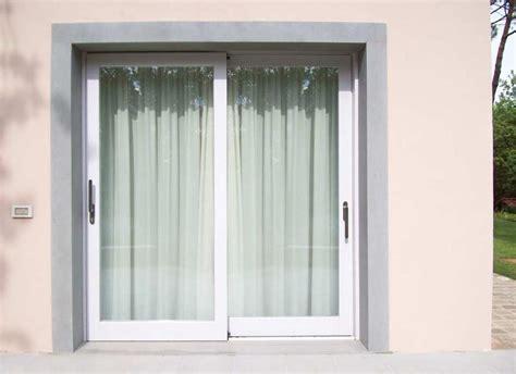 tende per porte finestre scorrevoli porte finestre scorrevoli in legno bianco falegnameria
