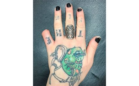 tattoo artist cuts off her own little finger with bolt