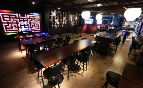 Garage Bar Chicago by Pac Themed Restaurant Opens At Woodfield