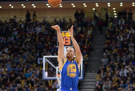how much does stephen curry bench how steph curry went from good to great warriors world