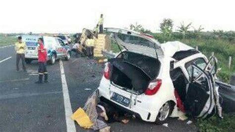 kecelakaan maut sekeluarga asal kota bandung tewas di tol