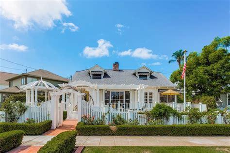 quaint coronado cottage perfect beach getaway extravaganzi