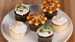 how to decorate cupcakes at home how to decorate a kids party cupcakes