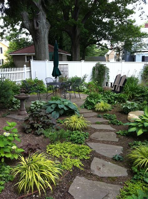 How To Maintain Carpet by Walkways And Paths In The Garden