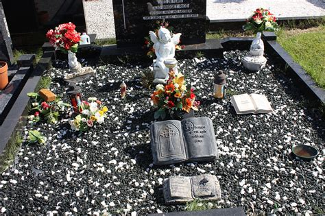 Grave Decorations original file 4 272 215 2 848 pixels file size 7 66 mb