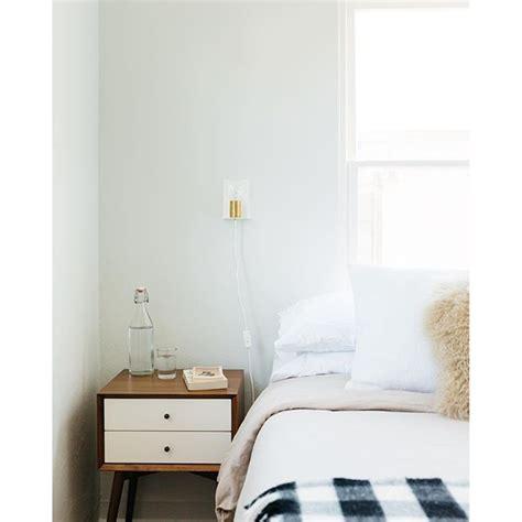 Bedroom Paint Inspo Dunn Edwards Paints Paint Color Distant Cloud Dew370