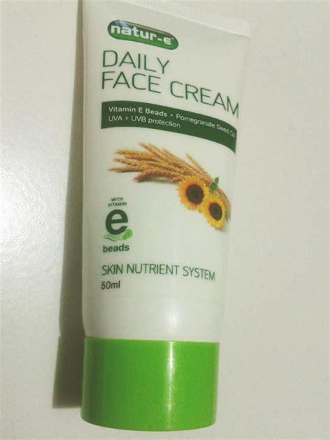 Pelembab Natur E Daily owl creamylicious review garnier overnight krim malam butter kopi mustika ratu