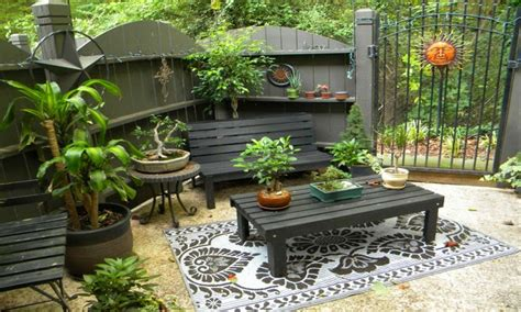 Backyard patio ideas for small spaces, outdoor covered