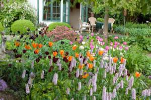 Zone Garden Plans - a lovely spring border idea with a few amazing tulips and