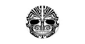 cr 226 ne maori de masque de tatouage sticker rond zazzle