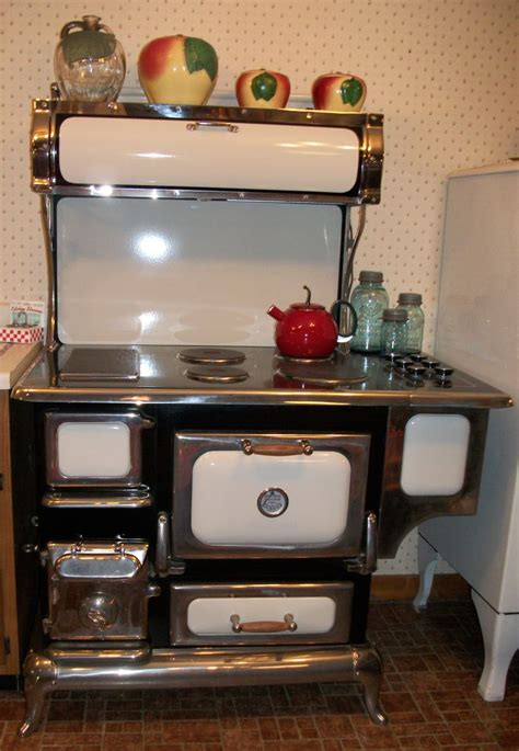 antique kitchen appliances 476 best vintage stoves images on pinterest vintage