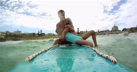 ervaring reddingsvest baby deze dappere lifeguard was even vergeten dat de camera